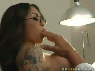 Adrenalynn recieves एक ताजा load की कम पर उसकी जुसी मुंह
