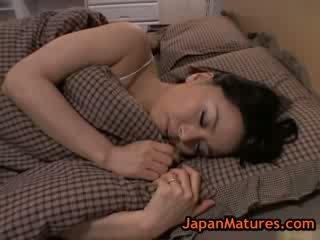 בוגר גדול ירגזי miki sato מאונן ב מיטה 8 על ידי japanmatures