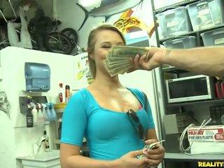 Jmac convinces lindsay ไปยัง ไป ทั้งหมด the ทาง สำหรับ a เงิน