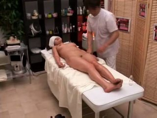 Korkeakoulu tyttö seduced mukaan masseur