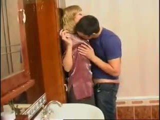 Nem anya és fiú: ingyenes orosz porn videó f0