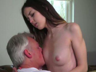 Innocent bejba zajebal s grandfather - porno video 771