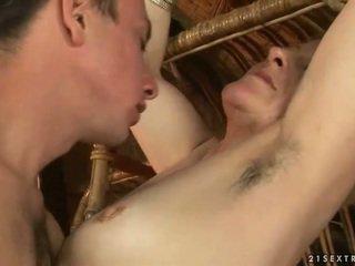 Avó e gajo enjoying quente sexo