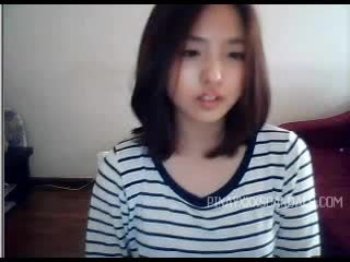 E lezetshme adoleshent aziatike kamera kompjuterike