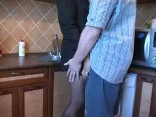 حار موم مارس الجنس في مطبخ بعد لها husbands funeral فيديو