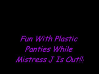 Kesenangan di plastik celana dalam perempuan