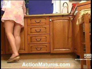 Mieszać z filmiki przez akcja dojrzewa