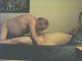 Dziadek has zabawa z grandson