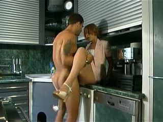 Mama fucks dengan dia putra di itu dapur