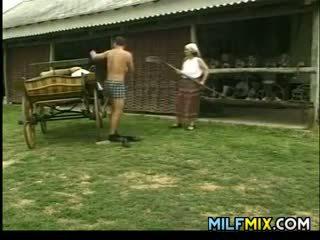 Milf scopata su il fattoria