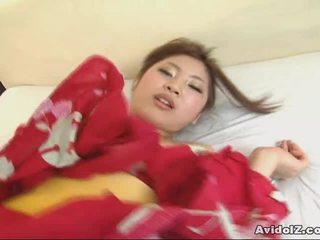 魔鬼热他妈的, 热性的公鸡xxx, 亚洲是真正的怪胎