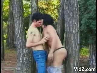 Транс повія трахкав в the woods